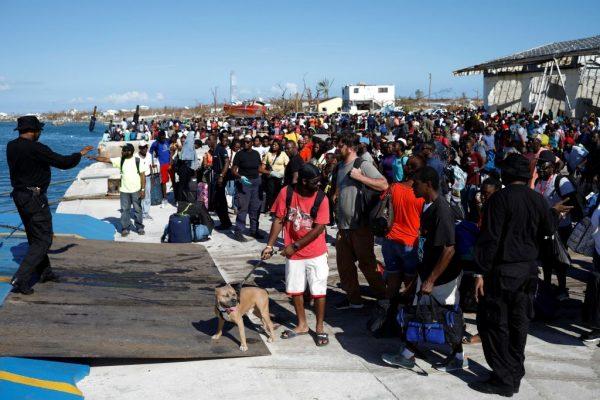 Bahamas-4-hudreds flee